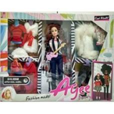 Кукла-модница с аксессуарами.